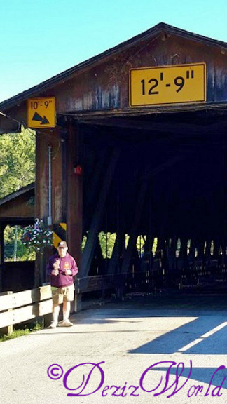 dw-2a Dezi and Christy at covered bridge