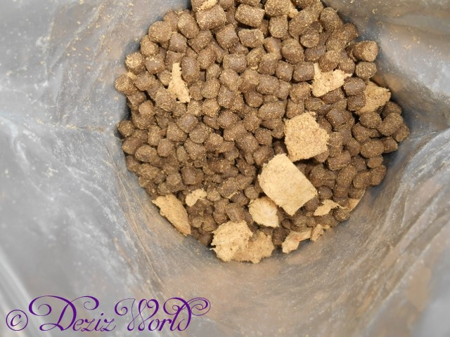 Wysong Anergen 2 in bag to show the amount of freeze dried rabbit included with kibble.
