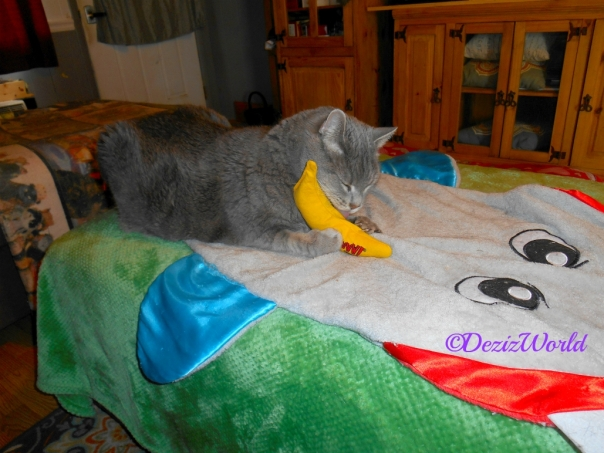 Youtoo playing with the nip nanner the girls shared with hom.