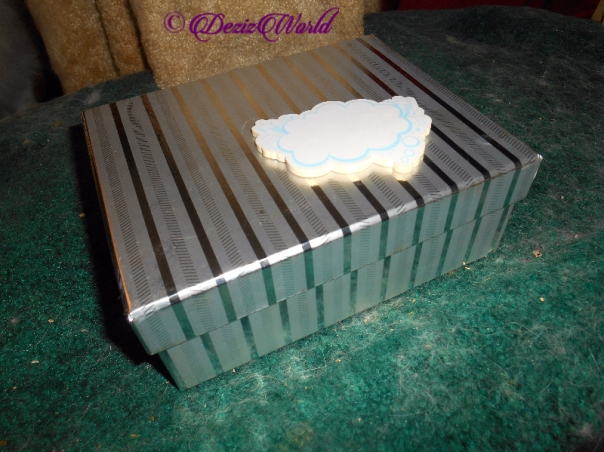 Box with lid and sticky note pad